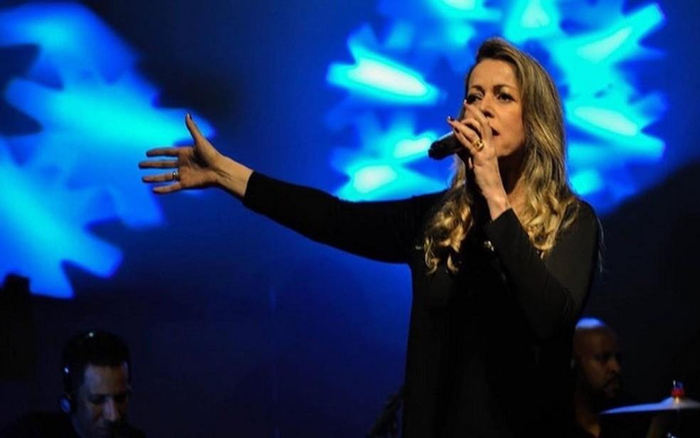 Cantora Adriana Arydes é uma das atrações do Hallel virtual de Franca (SP) — Foto: Alex Lima