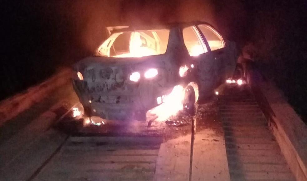 Carro é incendiado por assaltantes após ataque a banco no Pará. — Foto: Reprodução / Polícia