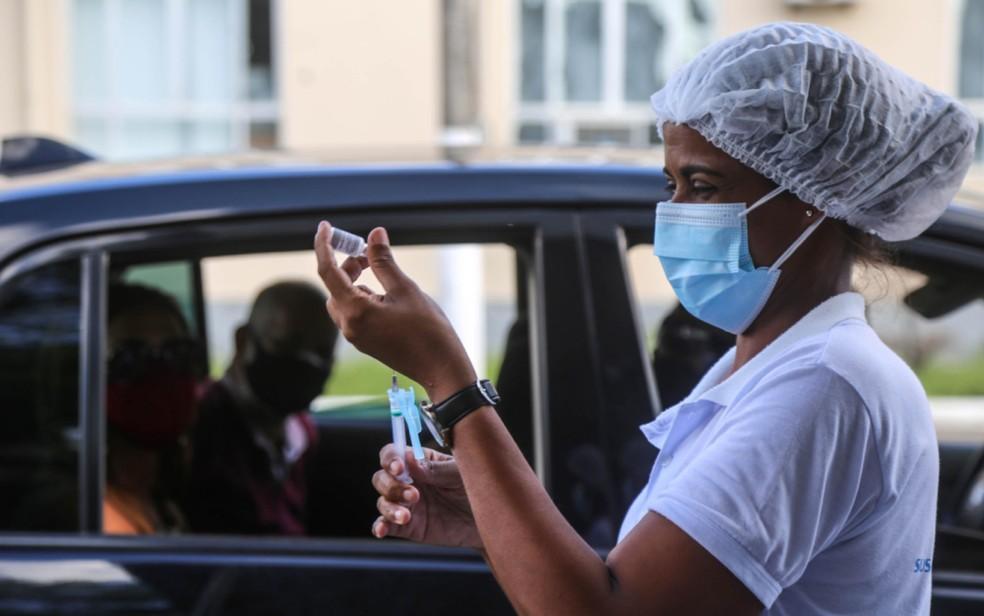 Prefeitura de Salvador inicia aplicação da vacina em escolas municipais para adolescentes na quarta — Foto: Bruno Concha/Secom