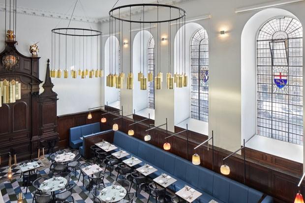 Premiado restaurante cantonês ocupa igreja histórica em Londres (Foto: Ed Reeve  )