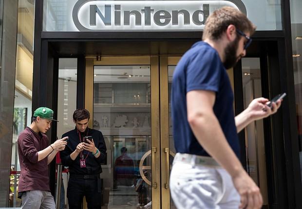 O jogo de realidade Pokémon Go é a nova febre da Nintendo (Foto: Drew Angerer/Getty Images)
