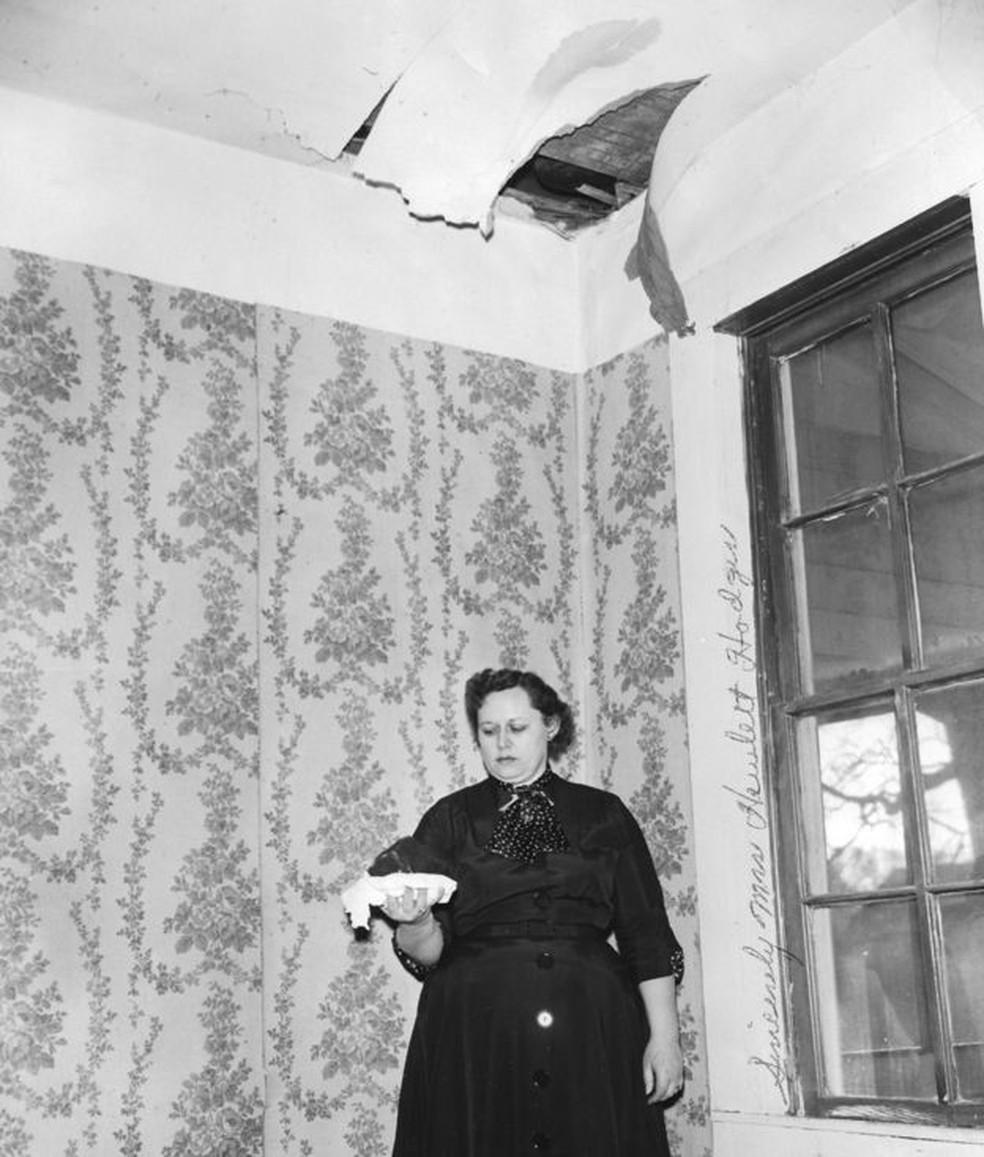 Ann Hodges foi atingida por meteorito que passou pelo teto de sua casa, em 1954 — Foto: UNIVERSITY OF ALABAMA MUSEUMS/TUSCALOOSA/ALABAM
