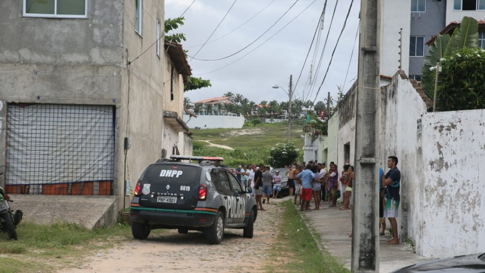 Surfista foi morto a tiros na Praia do Futuro, em Fortaleza. — Foto: Kid Junior/SVM