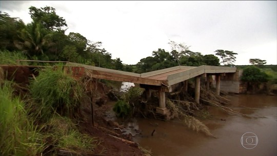 Chuva derruba ponte nova e isola moradores da zona rural de MS