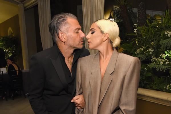 A cantora Lady Gaga com o empresário Christian Carino quando eles ainda estavam noivos (Foto: Getty Images)