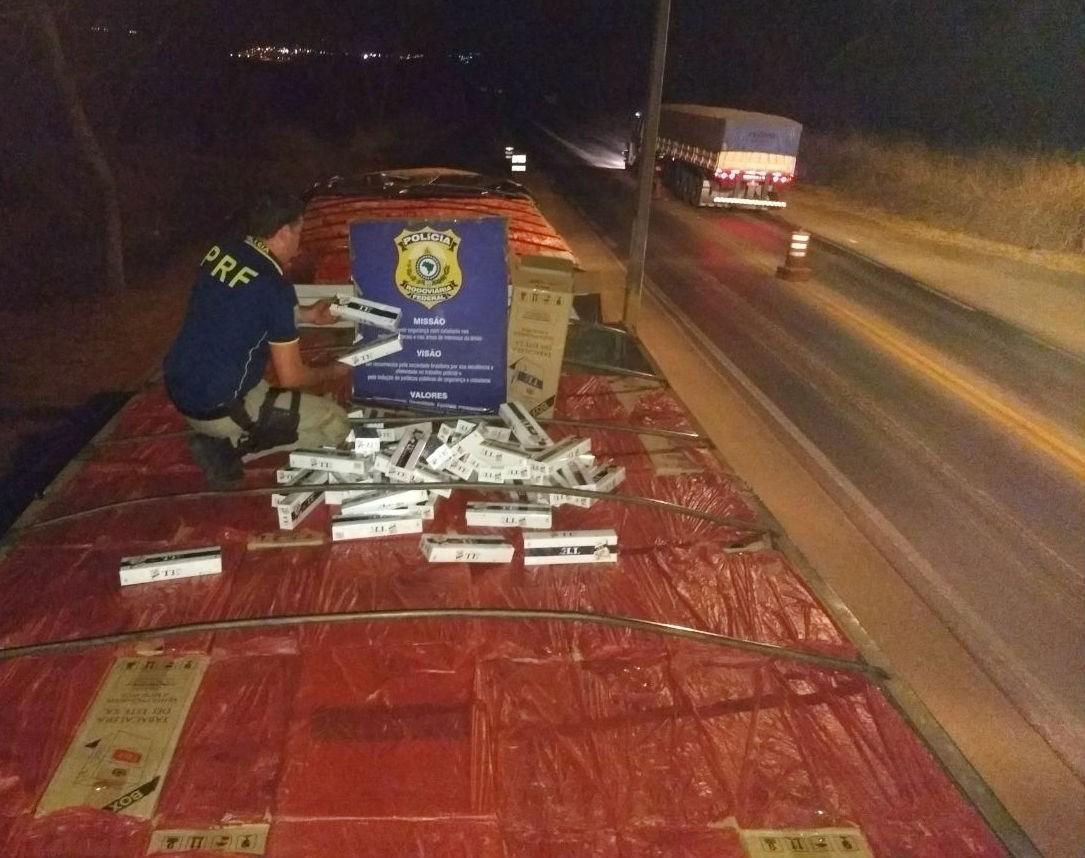 PRF flagra carreta com mais de 20 milhões de cigarros do Paraguai na BR-365 em MG