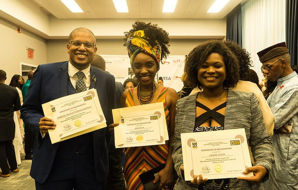 Lisiane (à direita) foi uma das reconhecidas do prêmio cem jovens negros mais influentes do mundo, entregue em Nova York (EUA) — Foto: Renan Lemos