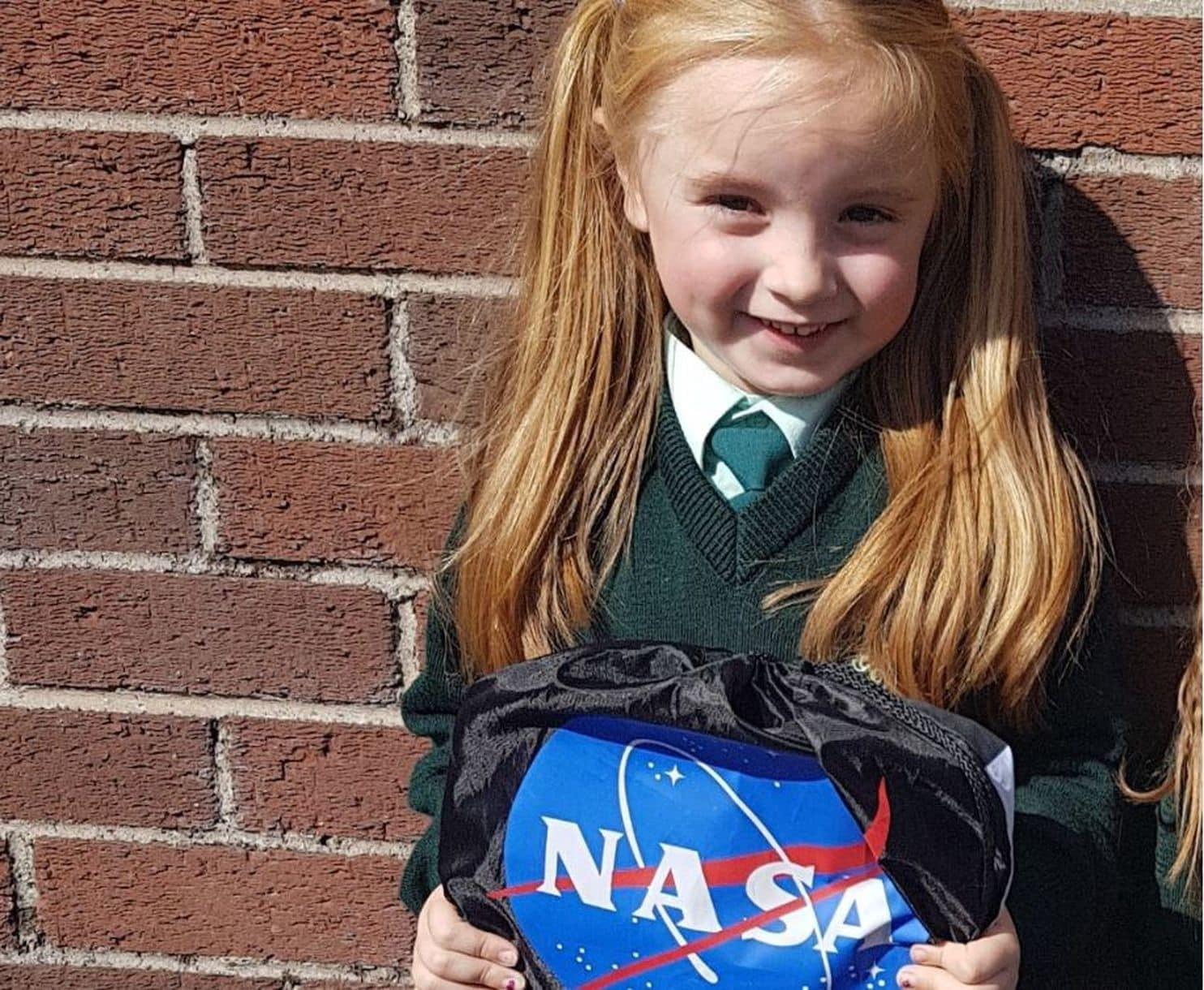 Cara na escola com sua lancheira da NASA (Foto: Reprodução/Glasheen Girls School)