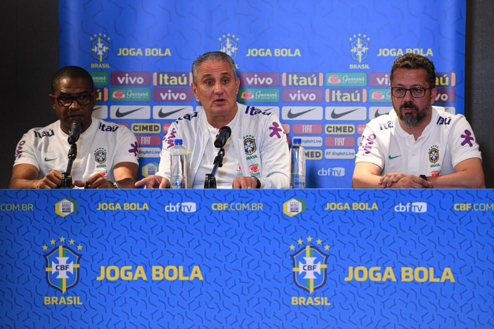 Cesar Sampaio, Tite e Cleber Xavier durante entrevista coletiva: treinador falou sobre novo sistema de jogo — Foto: Pedro Martins / MowaPress