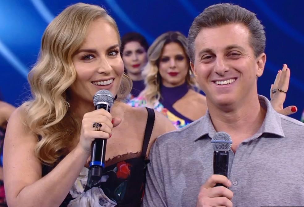 Resultado de imagem para candidato da Globo, Luciano Huck faz campanha ao vivo no Falstão