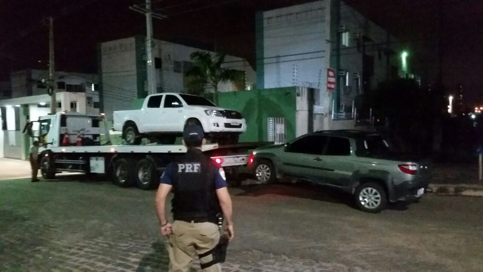 Carros roubados estavam em um condomínio em Parnamirim, na Grande Natal (Foto: Divulgação/PRF)