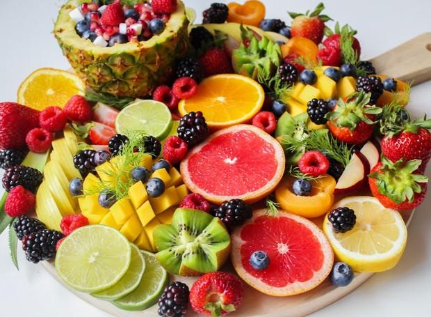 Frutas cítricas, como a laranja e o abacaxi, ajudam a manter a imunidade alta (Foto: Trang Doan/Pexels)