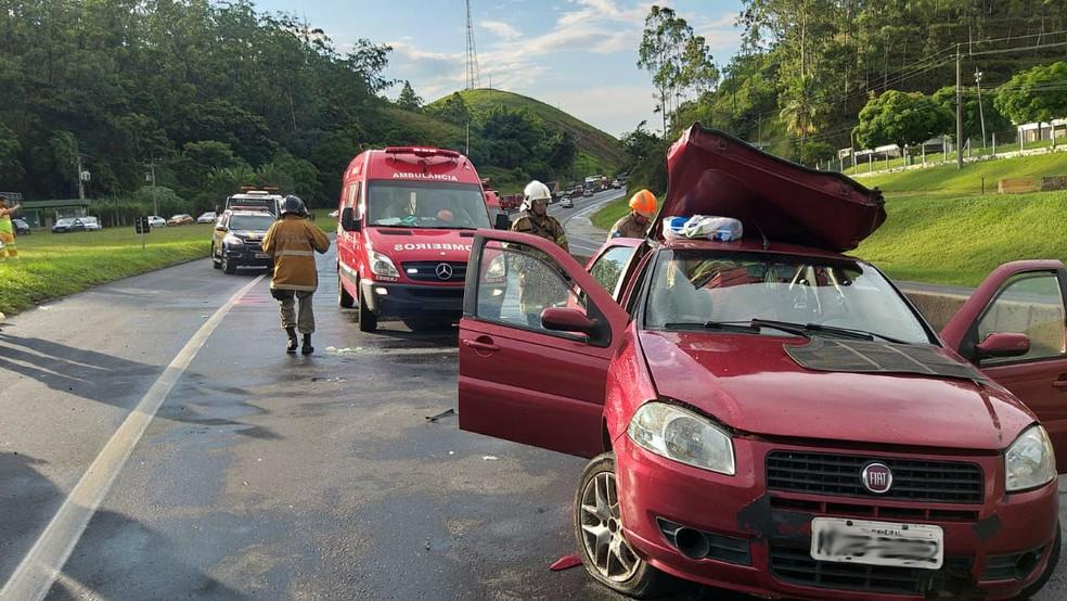 Batida aconteceu no km 273,6 no sentido Rio de Janeiro — Foto: Divulgação/Polícia Rodoviária Federal