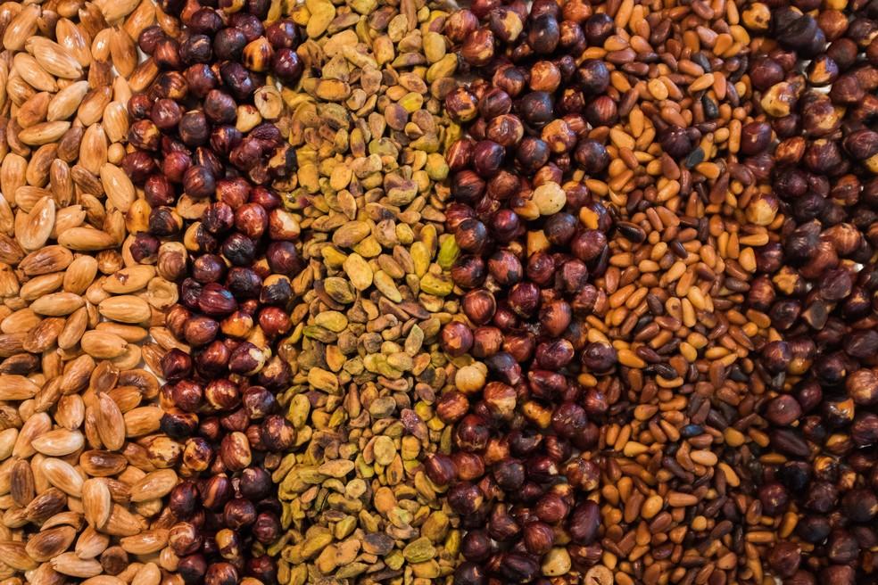 A alergia a frutas secas (oleaginosas como nozes e amêndoas) também é comum.  — Foto: Unsplash