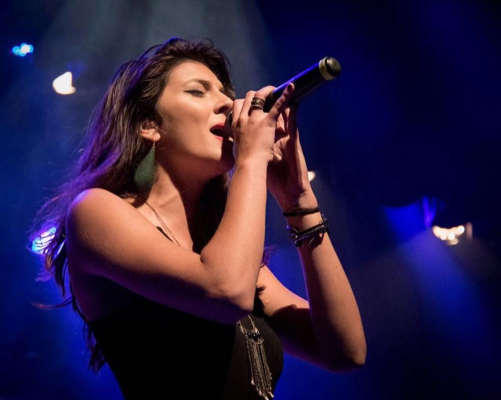 Gabriela Brown se apresenta no Mar da Música, no sábado — Foto: Eduardo Lucas/ Divulgação