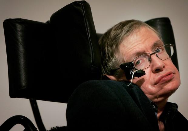 """Stephen Hawking faz seu discurso no lançamento do """"Boletim dos Cientistas Atômicos"""" em Londres, na Inglaterra (Foto: Bruno Vincent/Getty Images)"""
