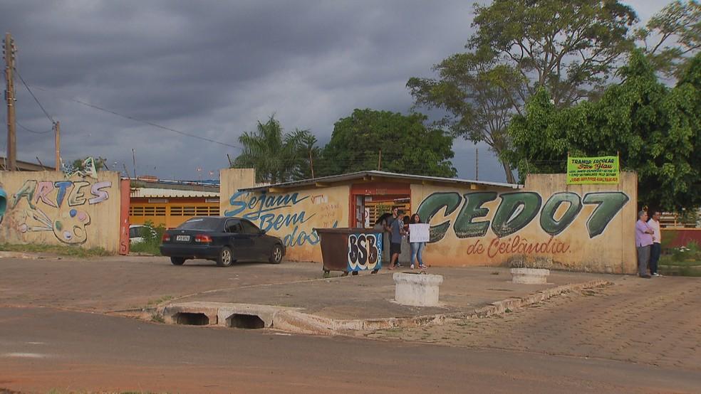 Fachada da escola CED 7 de Ceilândia — Foto: Reprodução/TV Globo
