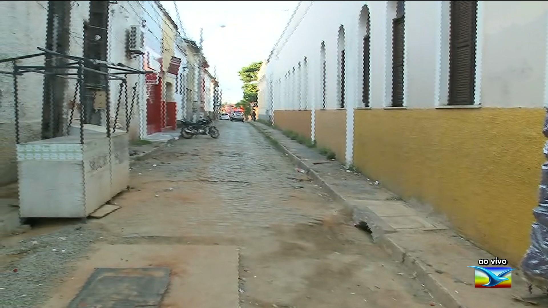Operação retira vendedores ambulantes da Rua Grande em São Luís