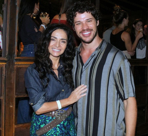 José Loreto e Claudia Ohana (Foto: Daniel Delmiro / AGNews)