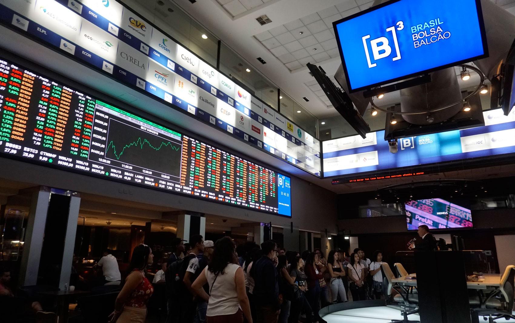 Bovespa fecha em queda de mais de 1%, puxada por bancos e Petrobras e com cautela externa - Notícias - Plantão Diário