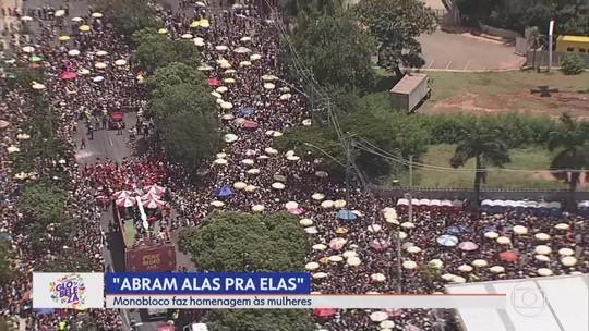 Monobloco leva 300 mil foliões pra a Pampulha