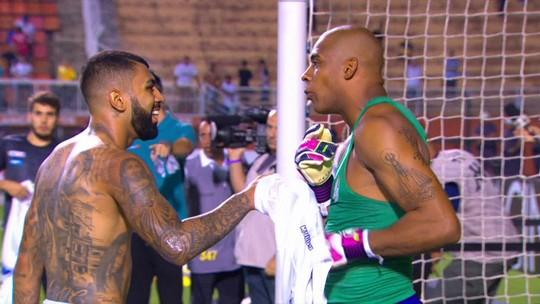 Gabriel e Jaílson trocam camisas e comentam vitória do Palmeiras sobre o Santos na semi