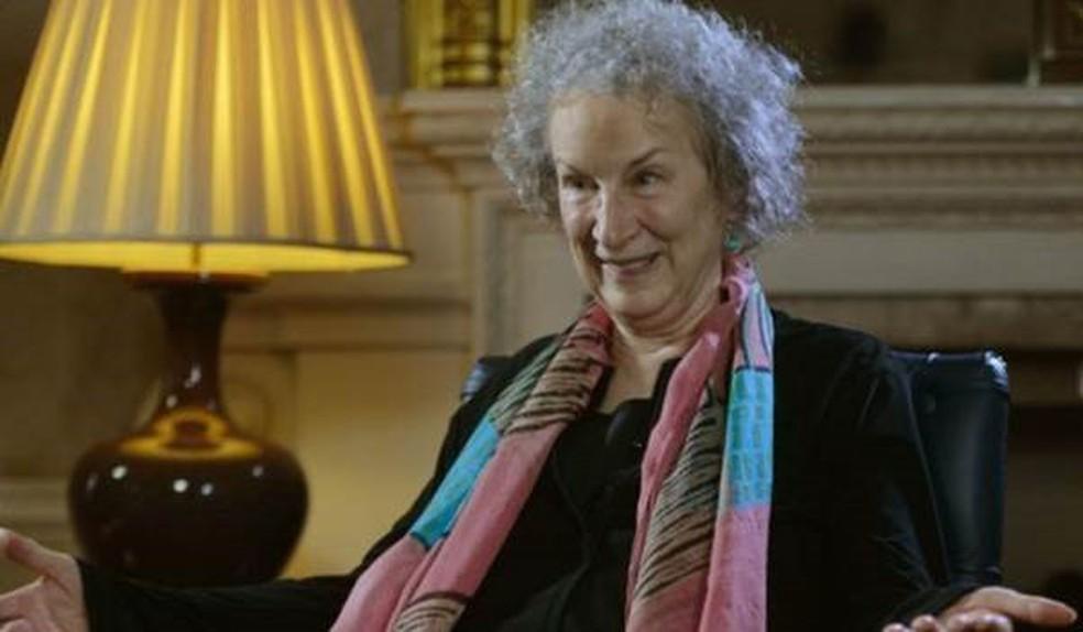 Margaret Atwood, 78 anos, recebeu o prêmio Man Booker em 2000 O Assassino Cego - outros trabalhos seus foram adaptados para a TV ou o cinema, como Alias Grace — Foto: BBC
