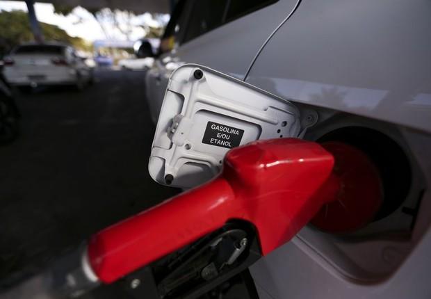 Postos de combustíveis ajustam os preços e repassam para o consumidor o aumento da alíquota do PIS e Cofins pelo litro da gasolina (Foto: Marcelo Camargo/Agência Brasil)