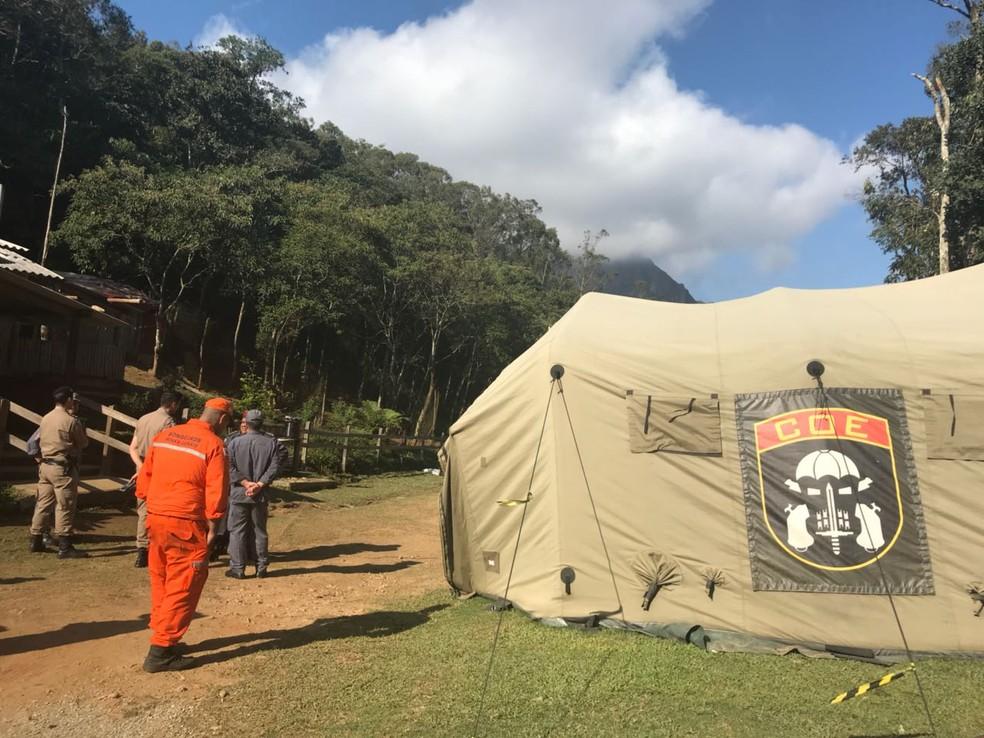 Acampamento foi montadora para trabalho de busca ao francês nos Marins (Foto: Poliana Casemiro/G1)