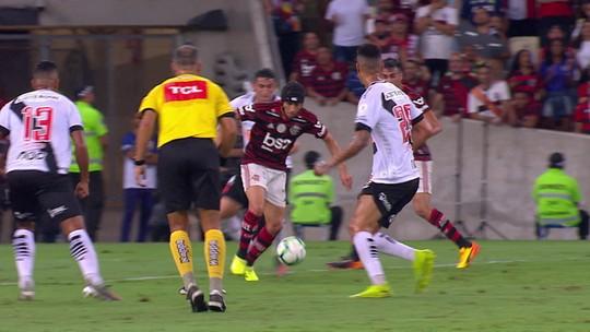 Para Sandro Meira Ricci, Rafinha sofreu falta no início da jogada do primeiro gol do Vasco