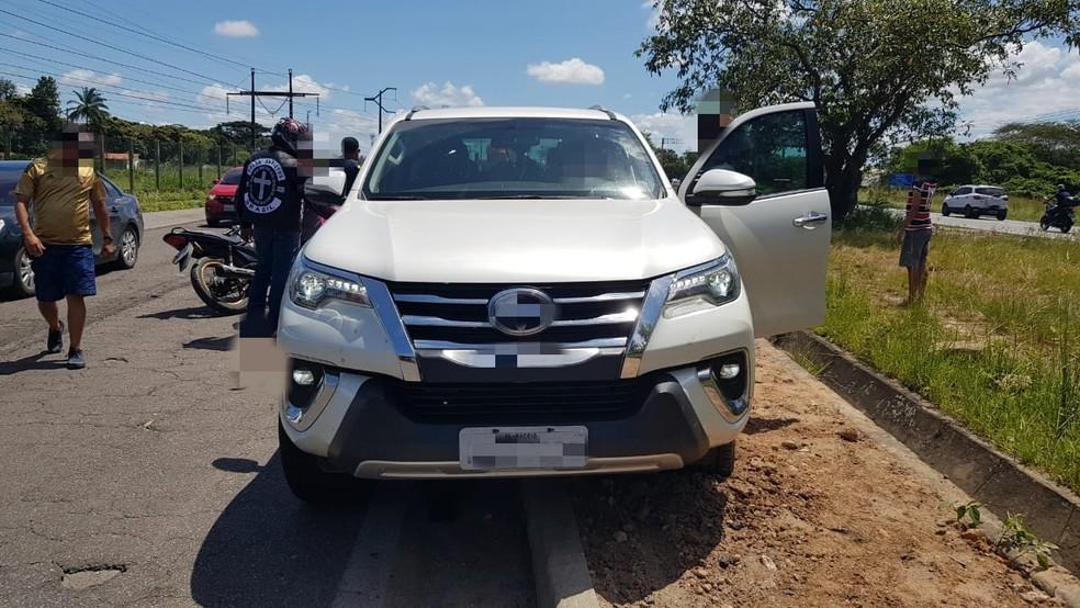Havia cinco pessoas dentro da caminhonete que atropelou motociclista na BR-232, no Recife — Foto: Polícia Rodoviária Federal/Divulgação
