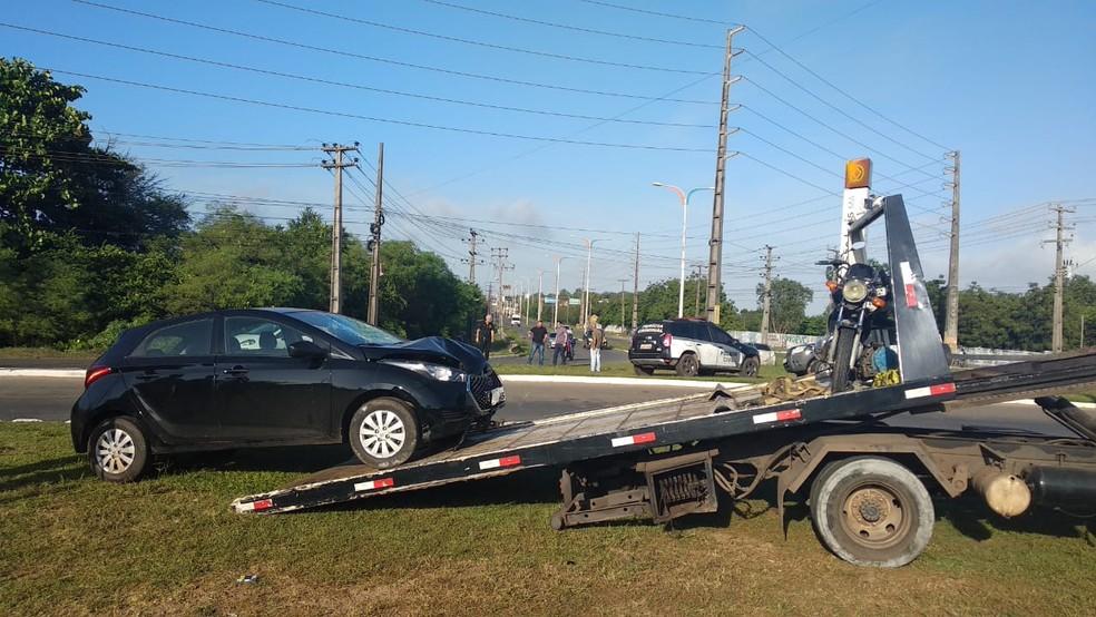 Polícia recolheu os veículos envolvidos no acidente na manhã deste domingo (7) — Foto: Douglas Pinto / TV Mirante