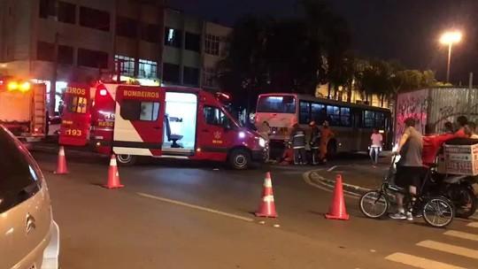 Mãe e filha são atropeladas por ônibus escolar no DF; mulher não resistiu