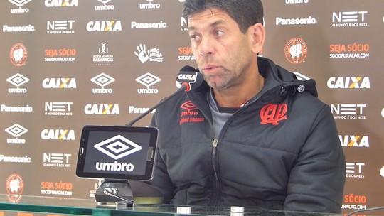 """Fabiano Soares rebate críticas no Atlético-PR: """"Devo explicação a quem me contratou"""""""