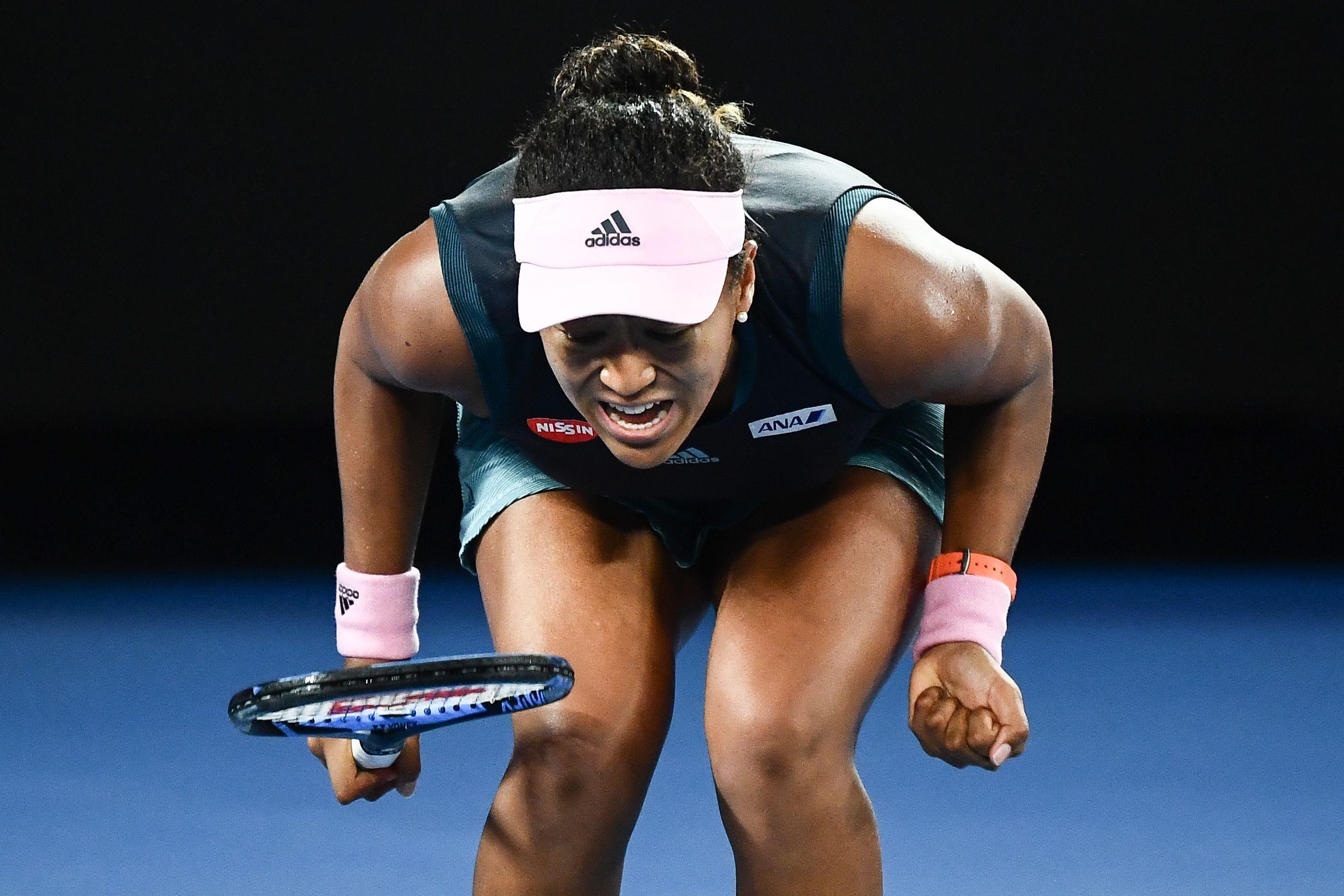 Osaka comemora ponto na dramática vitória sobre Kvitova