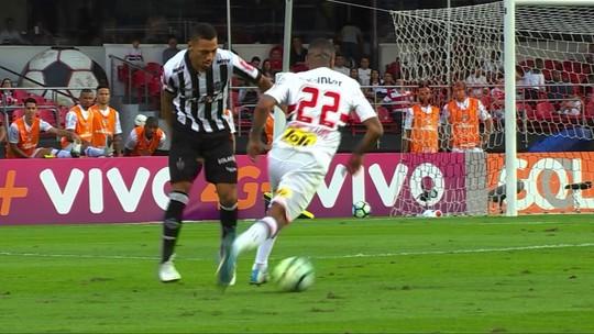 """Após gol decisivo, Rafael Moura cobra dever de casa do Galo: """"Estamos devendo"""""""