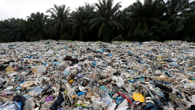 Lixo descartado ilegalmente na Malásia deve ser devolvido, segundo ministra  (Foto: Reuters)