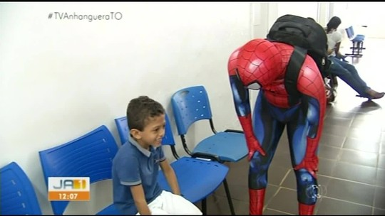 Crianças internadas em hospital de Araguaína recebem visitas de super-heróis