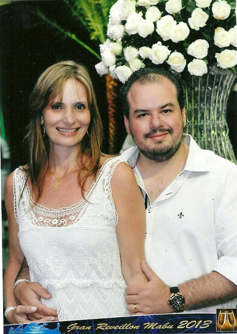 Cláudia e Cristian em foto de perfil no Facebook (Foto: Reprodução/Facebook )