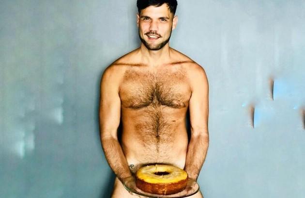 Betto Marque, o Tonho em 'A dona do pedaço', fez sucesso ao posar nu e exibir uma tatuagem íntima (Foto: Cesário Noletol)
