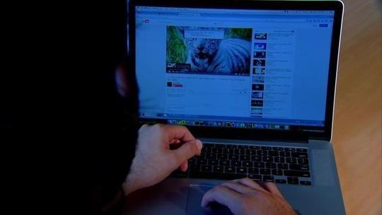 Navegar na internet é a principal atividade de lazer para 54% dos jovens