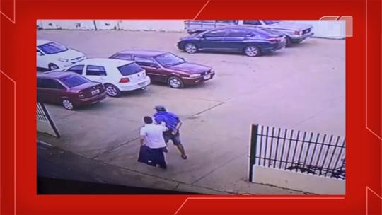 Flanelinha tenta extorquir delegado em mercado e é preso em MS; veja vídeo: 'Vaza ou então vou riscar seu carro'
