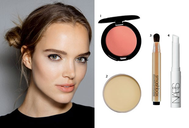 1. BLUSH CUSTOM COLOR. STILA, R$ 109. 2. BÁLSAMO DR. FEEL GOOD, BENEFIT, R$ 155. 3. ILUMINADOR HALO HIGH-LIGHTING WAND, SMASHBOX, R$ 159. PRIMER EM BASTÃO, NARS, R$ 129 (Foto: Imax Tree/Divulgação)