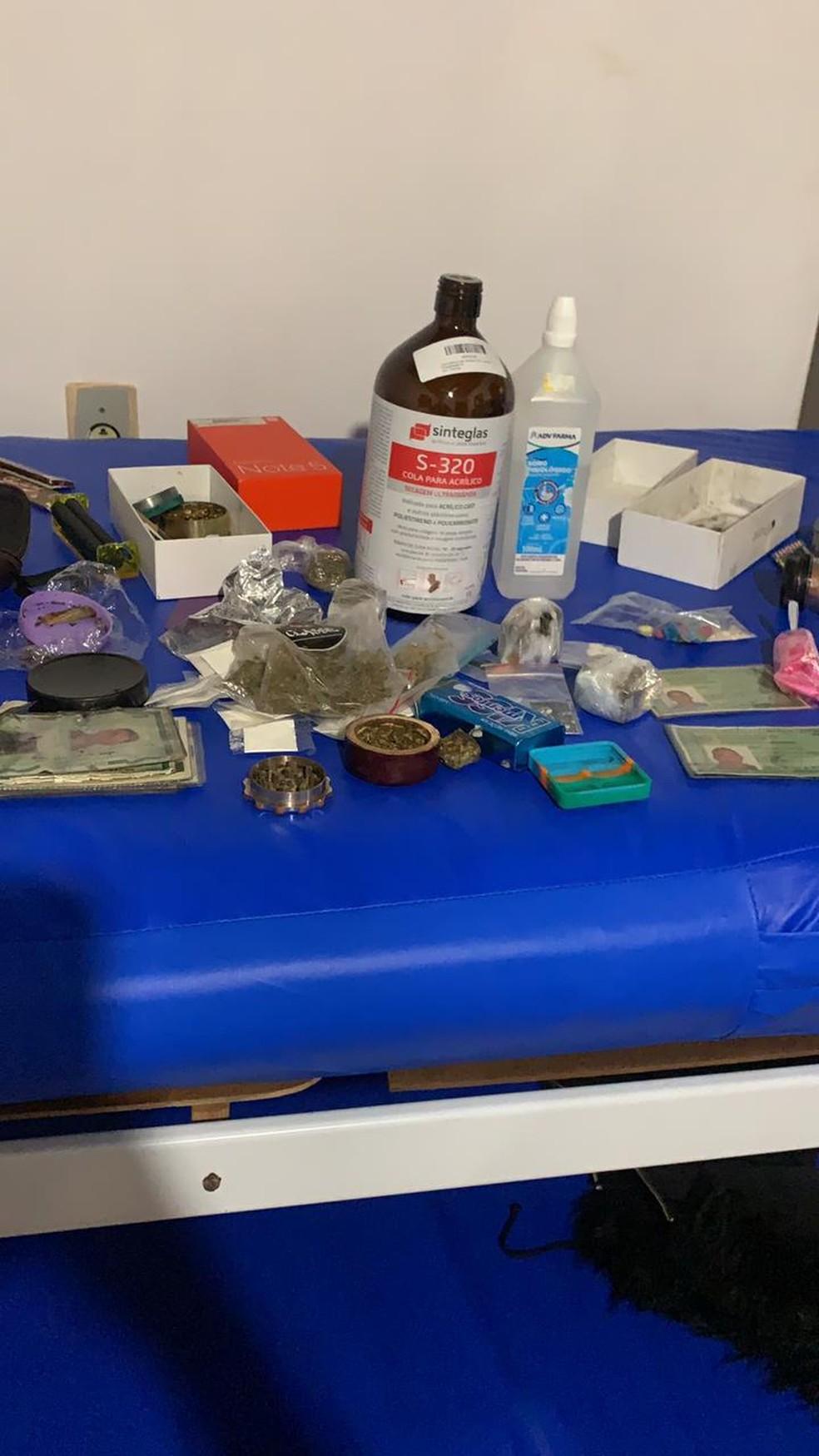 Materiais eram usados para fabricação de drogas sintéticas — Foto: Divulgação/ PM