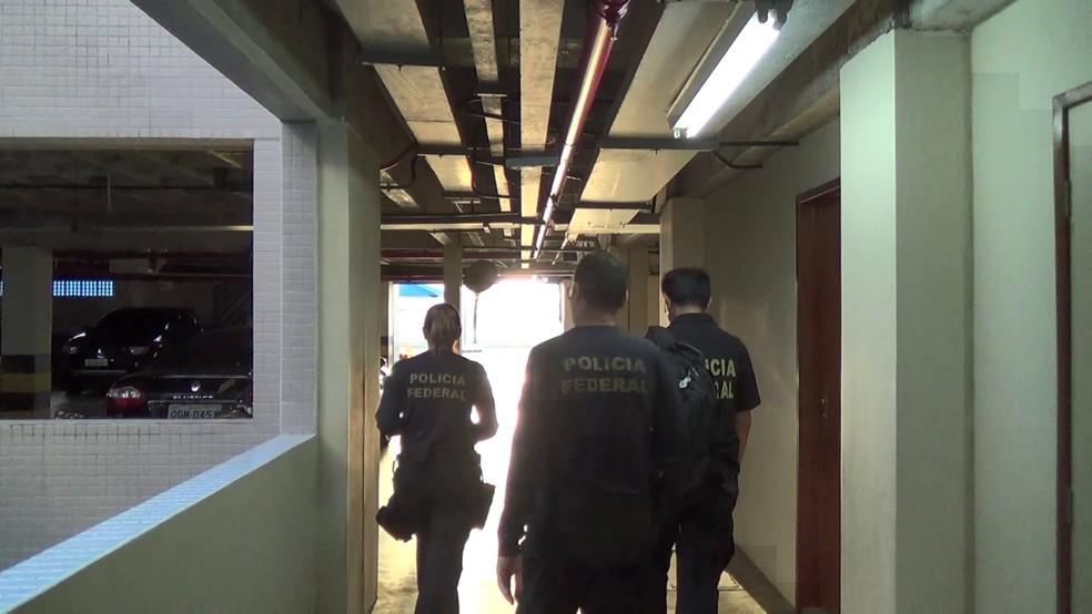 Operação cumpre seis mandados judiciais de busca e apreensão em Natal expedidos pela 15ª Vara Federal de Ceará-Mirim — Foto: PF-RN/Divulgação