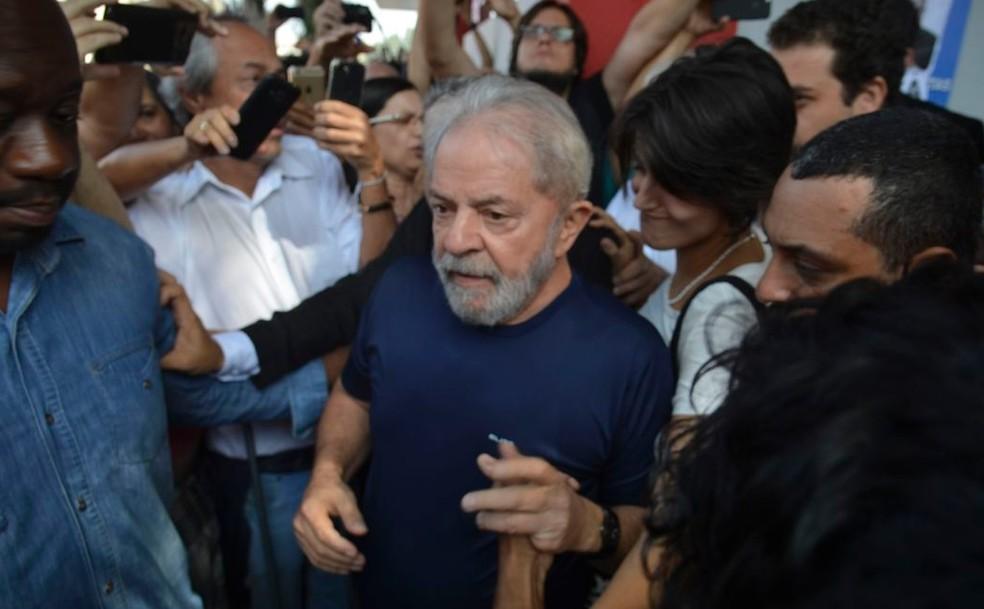 O ex-presidente Lula em São Bernardo do Campo (SP), em 7 de abril de 2018, poucas horas antes de se entregar à Polícia Federal — Foto: Rovena Rosa/Agência Brasil