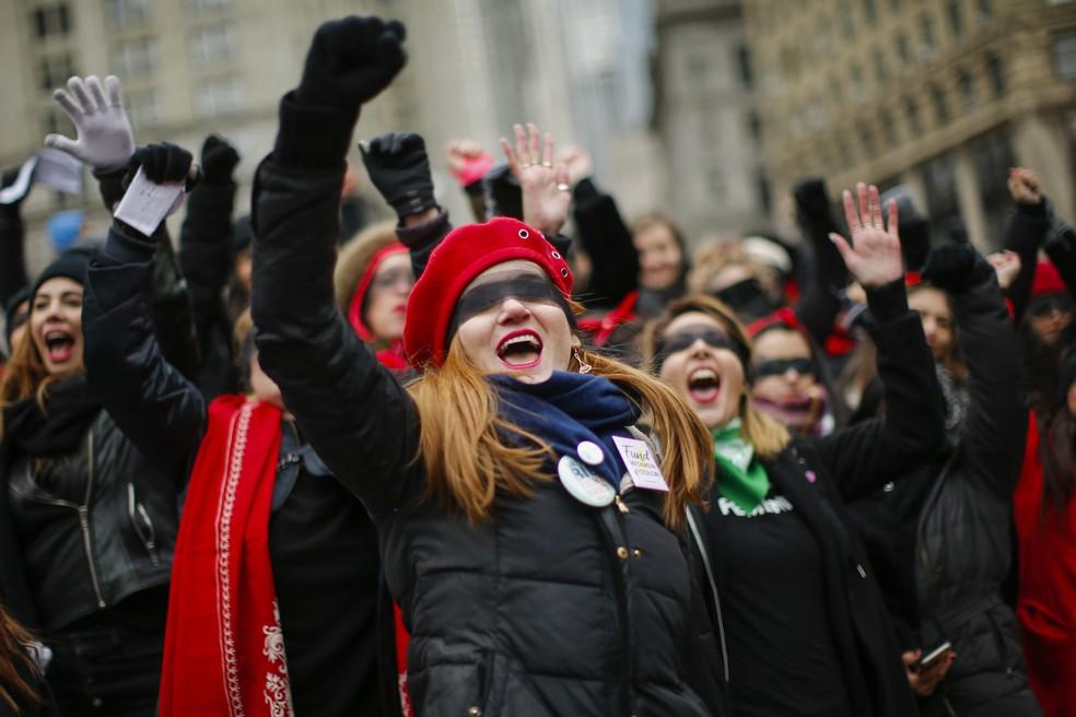Manifestantes participam da Marcha das Mulheres, em Nova York — Foto: Eduardo Munoz Alvarez/AP Photo