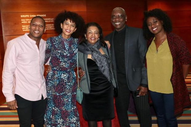 Tais Araújo e família (Foto: Daniel Janssens/Ed. Globo)