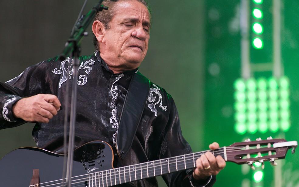Zé Ramalho levou músicas de Raul Seixas para o Palco Brasil do João Rock 2017, em Ribeirão Preto — Foto: Érico Andrade/G1