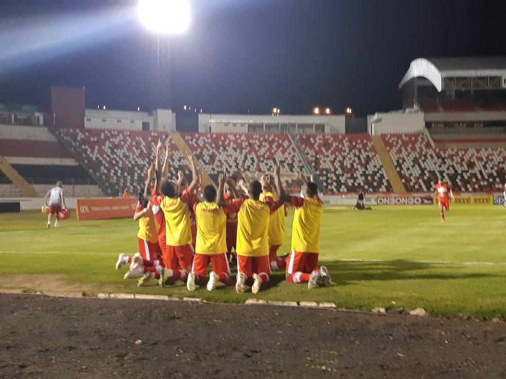 CRB comemora gol sobre o Botafogo-SP — Foto: Amanda Barbosa/EPTV